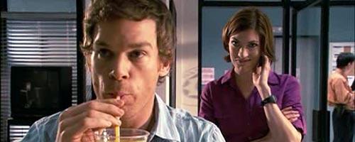 Dexter boit un coup