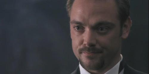 Mark Sheppard incarne C. Flayton Ruell dans M.A.N.T.I.S. - Spider in the Tower (1.20)
