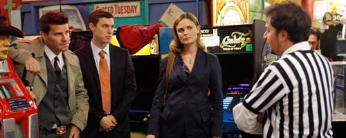 Bones - The Gamer in the Grease (5.09)