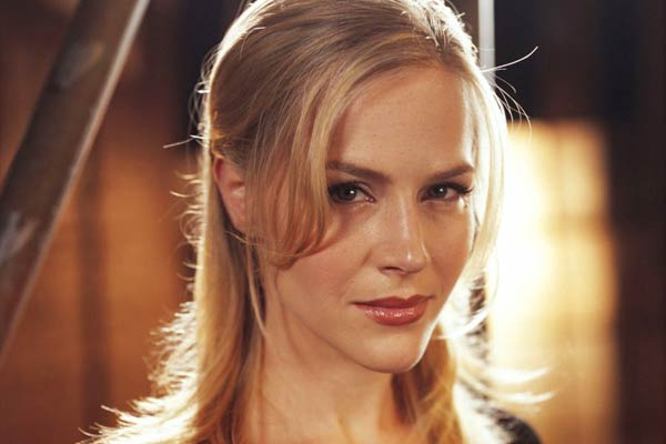 Julie Benz alias Darla dans Buffy/angel
