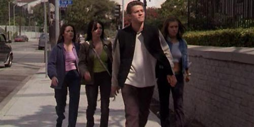 Misha Collins incarne Eric Bragg en 1999 dans Charmed (They're Everywhere - 2.07)