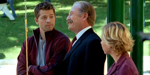 Misha Collins incarne Michael Karpov en 2006 dans Monk (Mr. Monk and the Captain's Marriage - 4.12)
