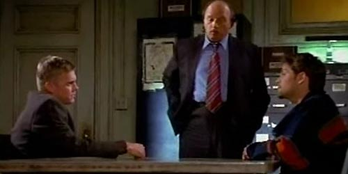 Misha Collins incarne Blake DeWitt en 2000 dans NYPD Blue (Welcome to New York - 7.12)