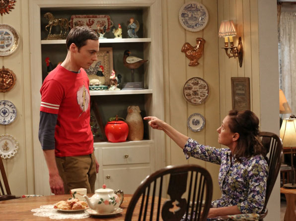 Sheldon et sa mère dans The Big Bang Theory The Mommy Observation (7.18)