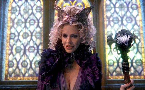 Kristin Bauer van Straten  est Maléfique (Maleficent) dans Once Upon a time