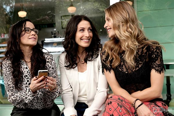 Girlfriends' Guide to Divorce - Rule No. 23: Never Lie to the Kids (pilote)