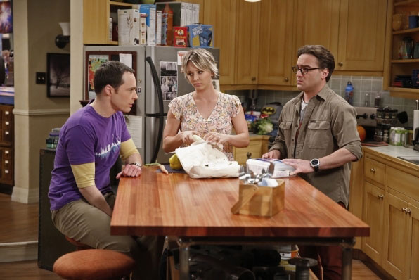 Sheldon, Penny et Leonard dans The Big Bang Theory saison 8 episode 24