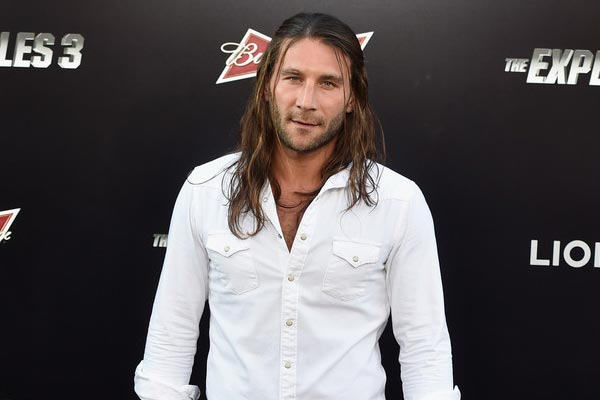 Zach McGowan - The 100 saison 3 : un capitaine de Black Sails devient Grounder