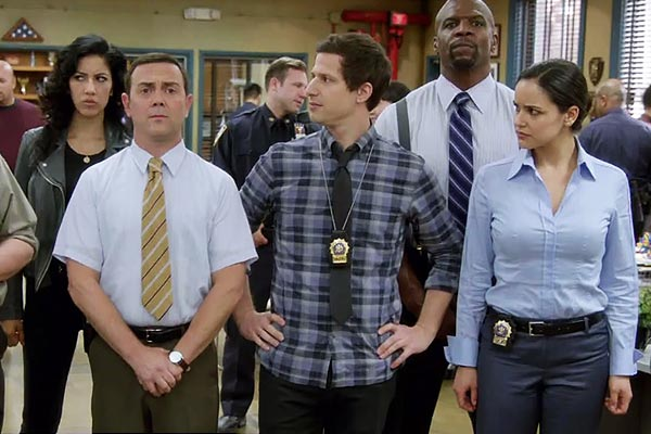 Brooklyn Nine Nine Season 2 Finale - La capitaine n'est pas content dans le trailer de Brooklyn Nine-Nine Saison 3
