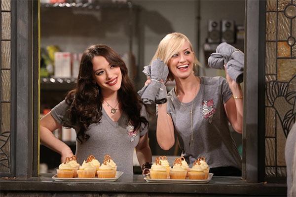 2 broke girls saison 5 - Les 2 Broke Girls sont toujours fauchées et sont de retour dès ce soir dans leur saison 5 sur CBS