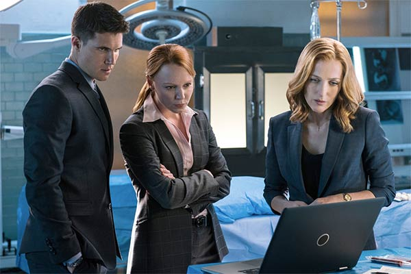 Scully, Einstein et Miller dans The X-Files