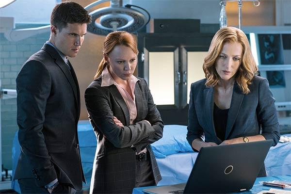Scully, Einstein et Miller dans The X-Files