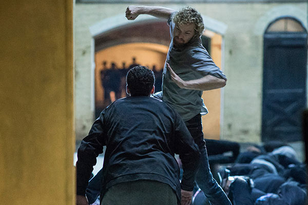 Iron Fist First Look Netflix - Après Luke Cage, Netflix lancera Iron Fist... en mars 2017