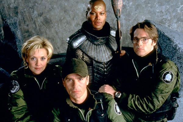 Stargate SG 1 - 20 séries qui sont des adaptations de films et qui ont rencontré le succès