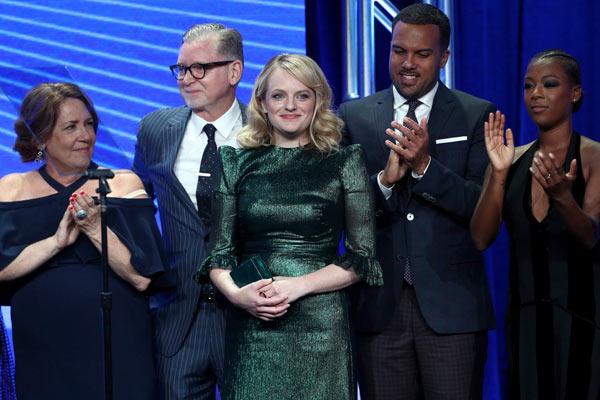 Handmaids tale TCA Awards 2017 - TCA Awards 2017 : The Handmaid's Tale et Atlanta sont les grandes gagnantes